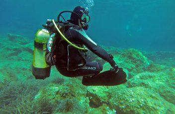 scuba-diver-1062895_640